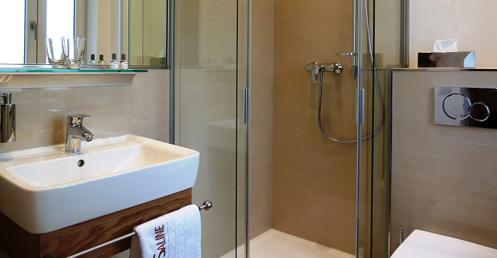 Bad im Einzelzimmer Hotel-Saline